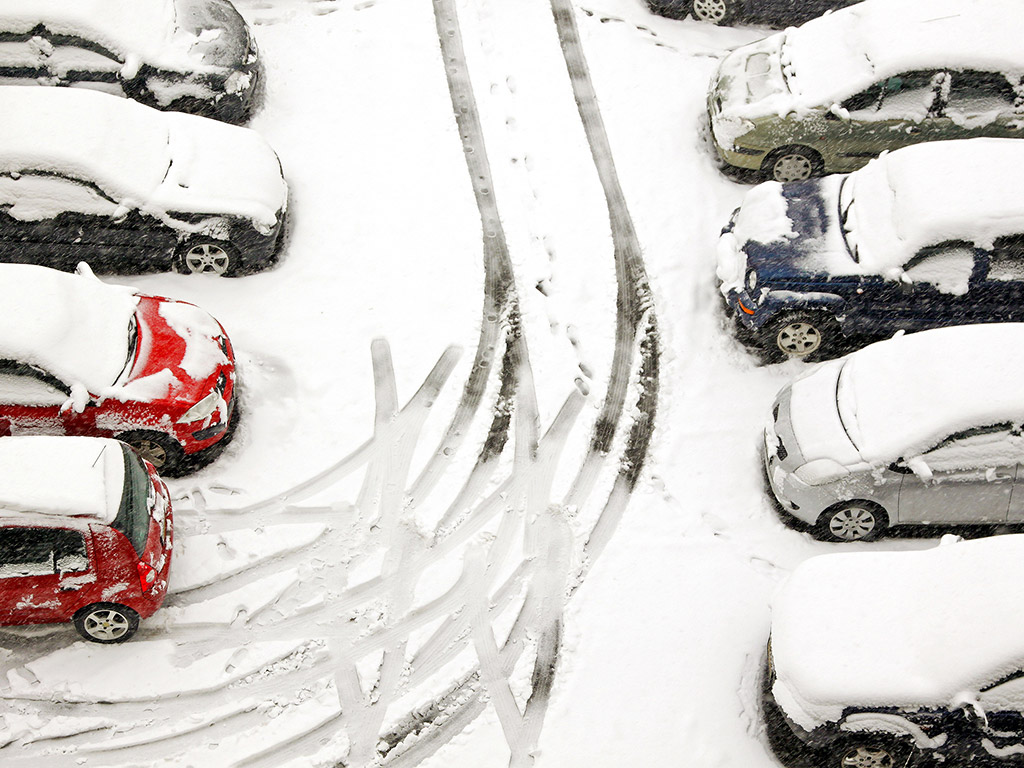 snow-cars-parking-lot